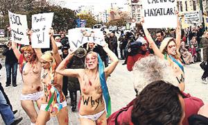 Türkiye dahil dünyanın 20 ülkesinde yolsuzluk, din özgürlüğü, fuhuş gibi bir çok alanda çıplak eylem yapan FEMEN grubunun para için soyunduğu ortaya çıktı