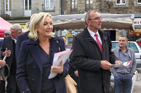 Francia: le Femen contro Marine Le Pen