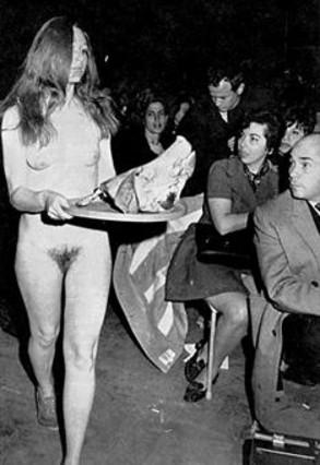 Un grup de bruixes, en ple 'sabbath' revolucionari a Chicago, el 1968.