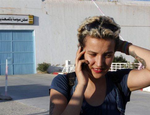 Εγκαταλείπει τις Femen η Αμίνα κατηγορώντας την οργάνωση για ισλαμοφοβία