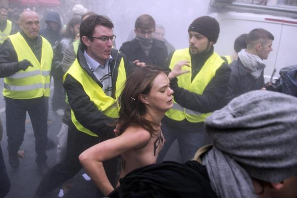 Francia: scontri e disordini al corteo contro i matrimoni gay