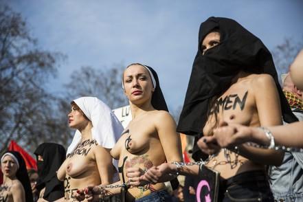 Manifestation des Femen France lors de la journée de la femme le 8 mars 2015