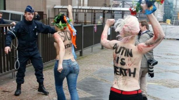 Oι Femen γυμνόστηθες έξω από το Ευρωπαϊκό Συμβούλιο!