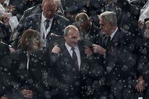Putin keeps Merkel waiting in Milan