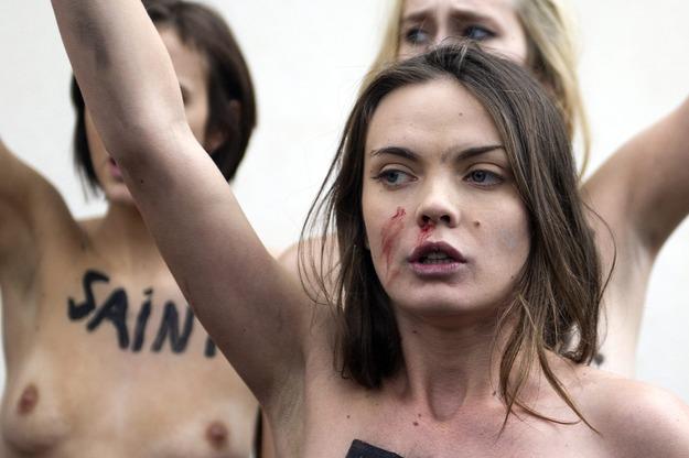 Dziaaczki organizacji Femen / ETIENNE LAURENT    /PAP/EPA