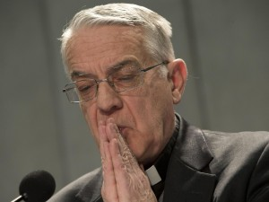 """Conclave, padre Lombardi e le Femen: """"Spero non prendano raffreddore""""."""