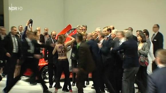 Video: Femen berrascht Putin auf Hannover-Messe