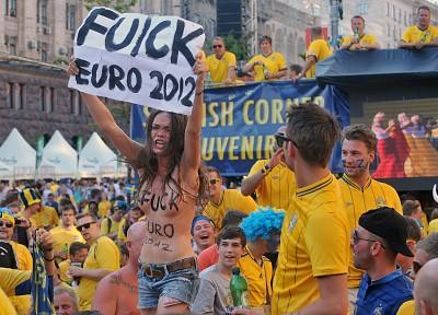 EM 2012: Ukrainischer Nacktprotest beim schwedischen Fanfest