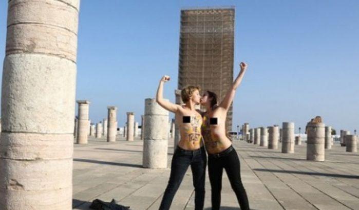 Les Femen seins nus  la mosque Hassan de Rabat (vido)