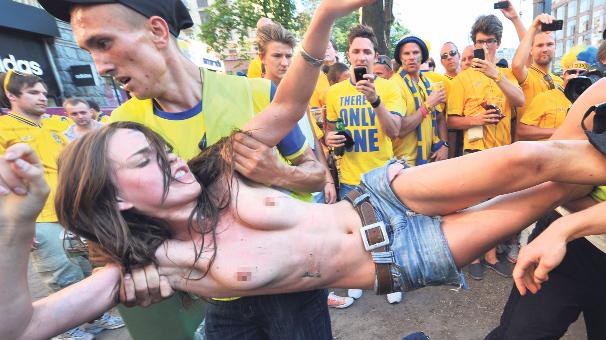 FEMEN'DEN TAM SAHA PRES