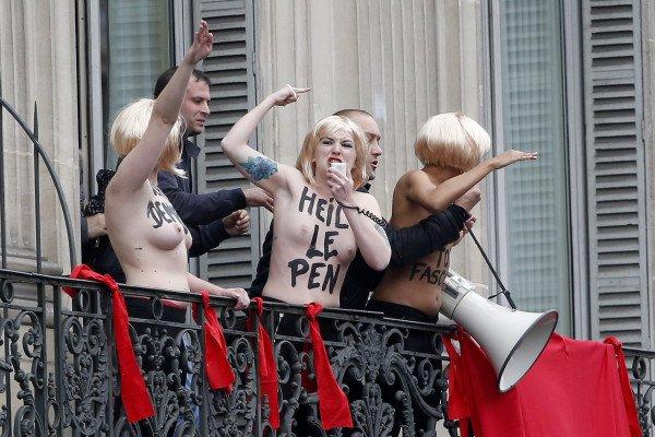 Aktivisten der Femen-Gruppe stürmten eine Veranstaltung von Marine Le Pen. (Foto: dpa)