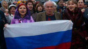 Nach dem Votum der Krim-Parlaments kommt es in Simferopol zu spontanen Pro-Russland-Demonstrationen.