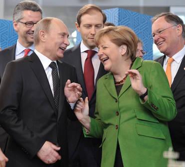 Putin s Angelou Merkelovou. Na nahých aktivistkách sa dobre zabávali.
