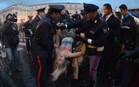 Des militantes Femen ont manifesté mardi à Rome pour le début du conclave