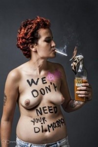 Amina Sbui, más conocida como Amina Tyler, abandonó la organización feminista FEMEN al considerarla islamófoba / Foto: FEMEN
