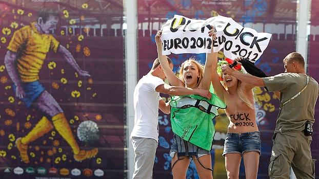 Ucranianas de topless protestaram antes de Inglaterra x Itlia em Kyiv