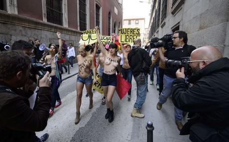 Primera protesta oficial de Femen en España.