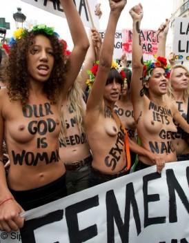 Les Femen pretes a affronter l annee 2013