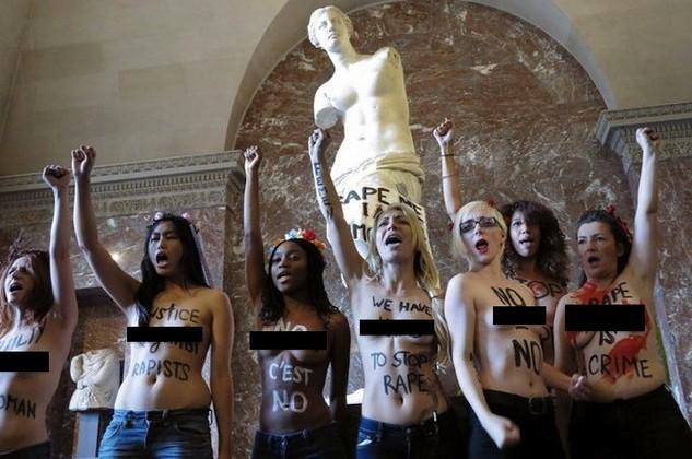 KRTKO: Kobiety z Femen nago z Wenus z Milo