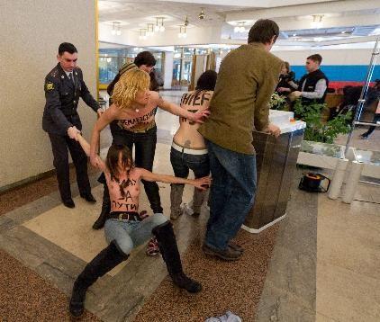 Líder do Femen é proibida de entrar na Rússia