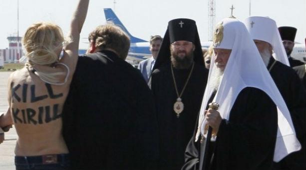 Γυμνόστηθη επιτέθηκε στον Πατριάρχη Κύριλλο! Βίντεο