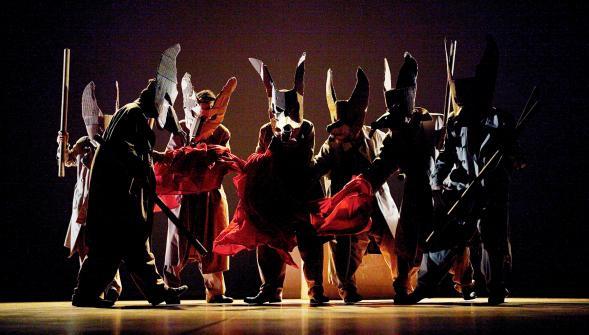 Aldebaran, un spectacle de théâtre et danse de Groupo oficcina multimedia, originaires de Belo Horizonte au Brésil