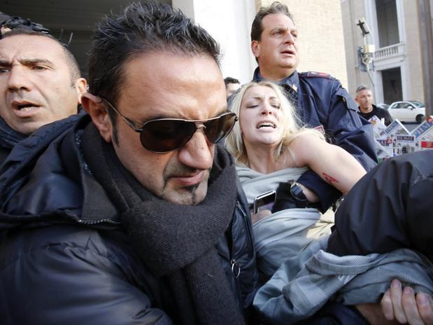 La activista fue detenida por la Policía. Foto: AP