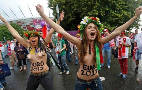 Feministky protestují proti rostoucí prostituci během fotbalového šampionátu