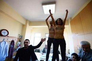 ΦΩΤΟ Twiter @FEMEN_Turkey
