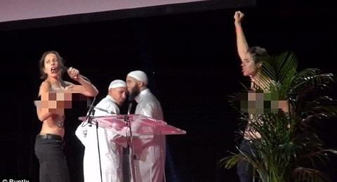 Hai cô gái ngực trần tấn công hội nghị Hồi giáo