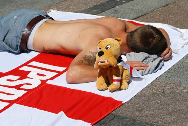 Sleeping English fan