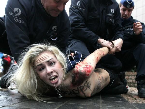 Ukrainische Aktivistinnen wurden beim Putin-Besuch in Brüssel verhaftet. (Foto: femen.org)