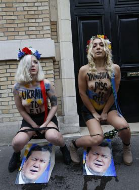 Szok! Femenki obsikały portret Janukowycza.