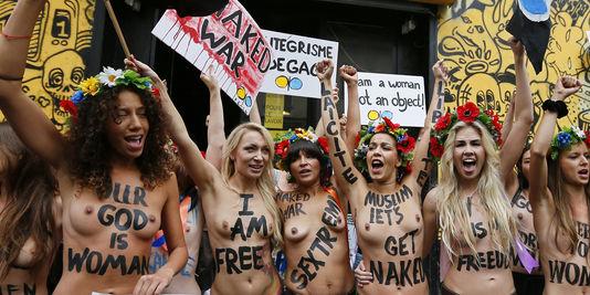 Les militantes de Femen France inaugurent leur centre à la Goutte-d'Or, le 18 septembre.