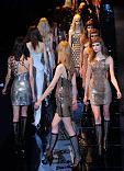 Mode und Nackt-Protest bei Versace