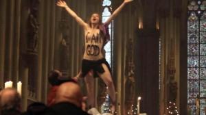 Femen-Aktion im Kölner Dom