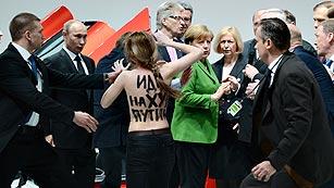 Ver vídeo  'Las activistas de Femen protestan contra Putin en Hannover'