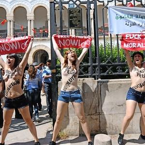 Aktivistinnen der internationalen Feministinnengruppe Femen demonstrieren am 29. Mai vor demJustizministerium in Tunis. Foto: dpa
