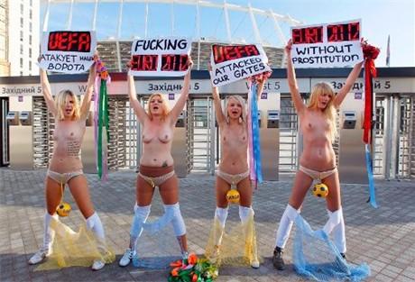 opnieuw naaktprotest in oekraine tegen ek voetbal