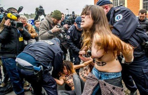 Macs-clients dclars coupables. Le slogan des Femens  l'arrive de DSK.
