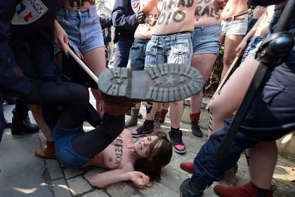 Femen, Alexandra Shevchenko, Nacktprotest, Inna, Berlin, Paris, Amina, Freedom, Islamismus, Berlusconi, Kiew, KGB, Lukaschenko