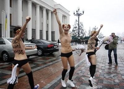 Ucraina:Femen tentano entrare parlamento