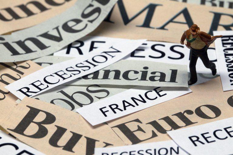 Jean-Marc Ayrault a annonc plus de 200 mesures de simplification qui devraient entrer en vigueur d'ici l'anne prochaine.